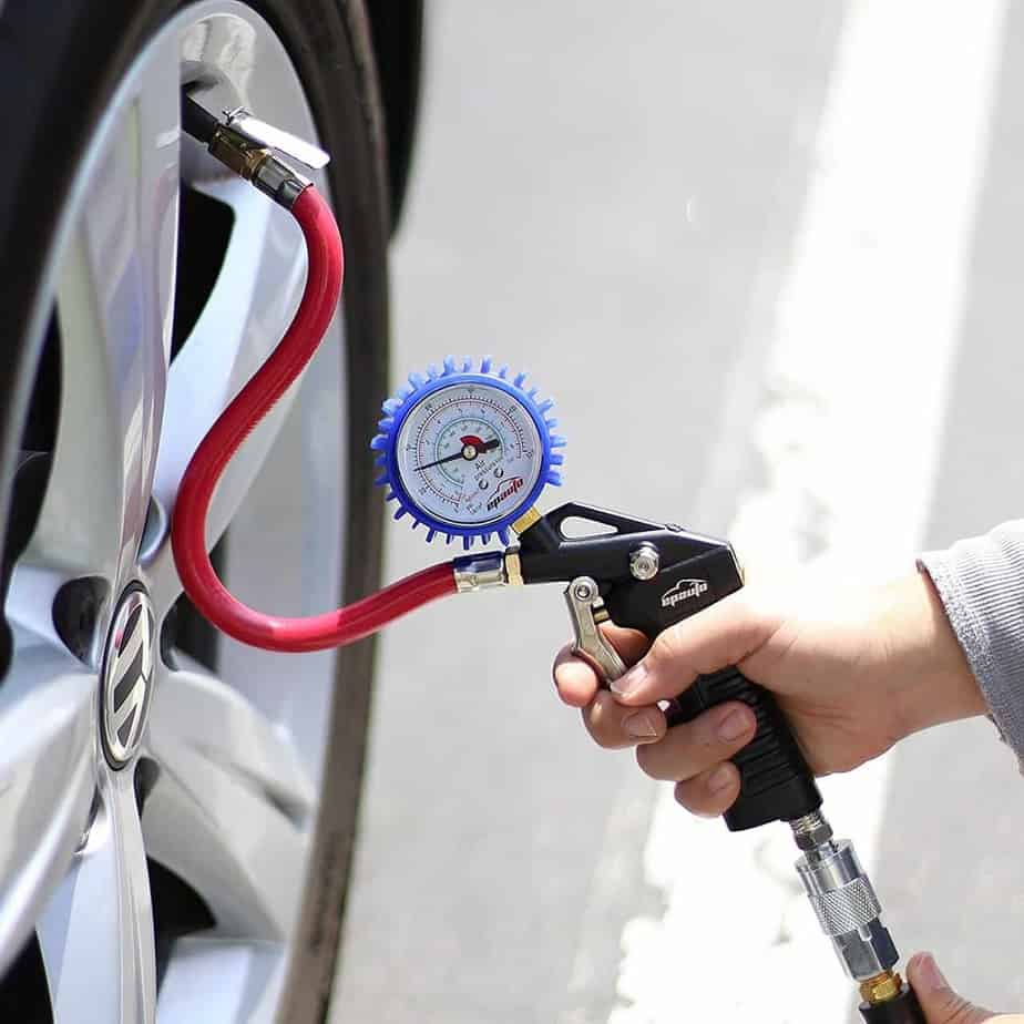 Using a tire inflator Image